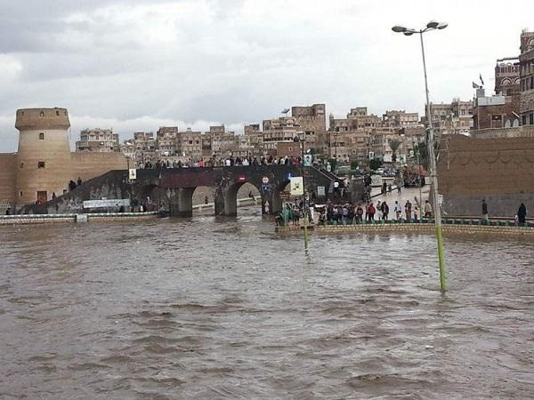 الدفاع المدني يدعو المواطنين إلى توخي الحذر والابتعاد عن ممرات السيول