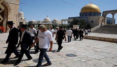 أكثر من 150 مستوطنا يقتحمون المسجد الاقصى