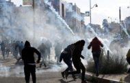 إصابة عشرات الفلسطينيين جراء قمع الاحتلال الإسرائيلي مسيرة بالضفة الغربية