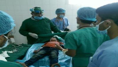 استمرار المخيم الطبي المجاني بمستشفى المزاحن بفرع العدين بإب