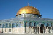 عشرات المستوطنين يقتحمون ساحات المسجد الاقصى المبارك