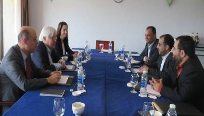 رئيس الوفد الوطني يلتقي المبعوث الأممي في العاصمة العمانية مسقط