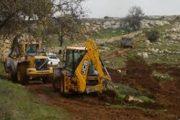 مستوطنون صهاينة يجرفون أراضي فلسطينية ويدمرون 22 شجرة زيتون شرق قلقيلية