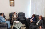 وزير الإعلام يناقش مع رئيس مجلس إدارة مؤسسة الثورة سير العمل بالمؤسسة