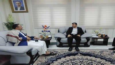 مناقشة الوضع الصحي بمحافظة إب