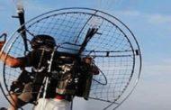 طيار البروموتور الشراعي المبنن يقهر الصعاب ويحلق في سماء العاصمة
