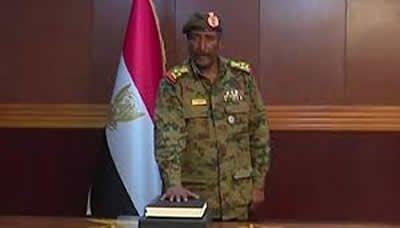 عبد الفتاح البرهان يؤدي اليمين الدستورية رئيسا للمجلس العسكري الانتقالي في السودان