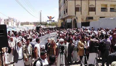 وقفة لموظفي شركة النفط بمنطقة صنعاء أمام مكتب الأمم المتحدة تطالب بالإفراج عن السفن