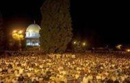 أكثر من مائة ألف مصل يؤدون صلاتي العشاء والتراويح في رحاب المسجد الاقصى