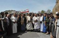 محافظ إب يزور المرابطين في خطوط التماس بجبهة حيفان