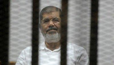 التلفزيون المصري يعلن وفاة الرئيس الأسبق محمد مرسي أثناء جلسة محاكمة