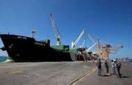 وصول سفينة إلى غاطس ميناء الحديدة تحمل بنزيناً