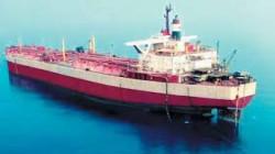 احتجاز العدوان للسفن النفطية ينذر بكارثة إنسانية